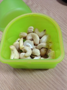 Approx. 30g/1oz of cashews